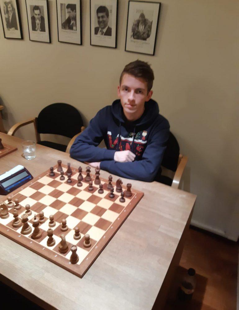Albaiulianul Mihnea Costachi s-a clasat pe locul 2 la prima competiție șahistă la care a participat în Norvegia
