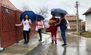Ziua internaţională a femeii, marcată în mod simbolic de  Filiala de Cruce Roşie a Judeţului Alba