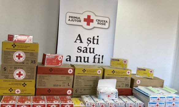 Crucea Roşie a distribuit 500 măşti şi 500 perechi mănuşi  în comuna Ciuruleasa, focarul de infecţie cu coronavirus din judeţul Alba