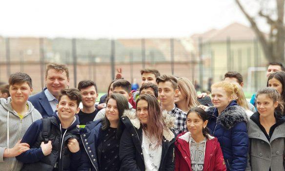 Platformă educațională dedicată instituțiilor de învățământ preuniversitar din Sebeș și sistem de bugetare participativă