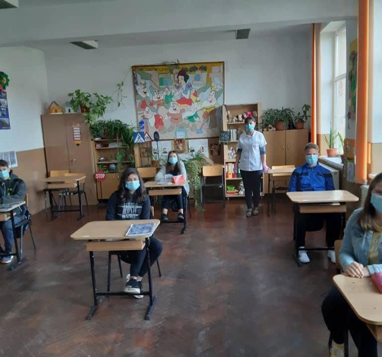 Asistenții medicali comunitari coordonați de DSP Alba – îngerii păzitori ai siguranței sanitare în școlile din zona rurală a județului!