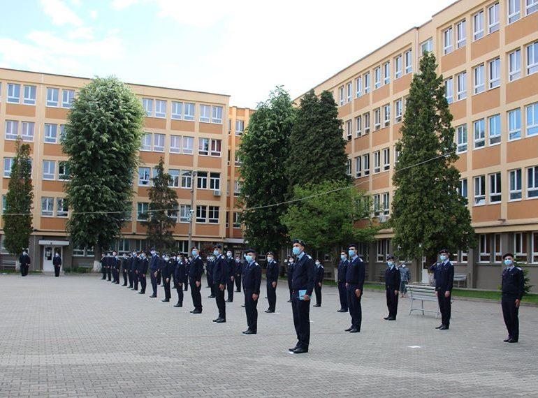 Din nou în uniformă, din nou împreună