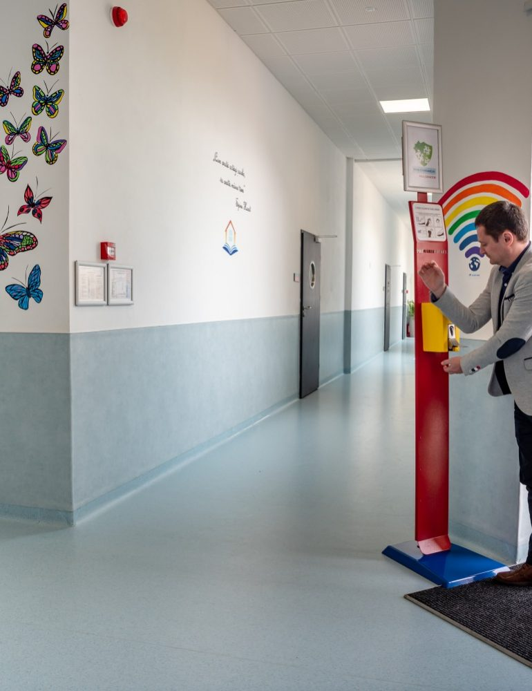 Parteneriat între Primăria Ciugud și o firmă din Alba în scopul dezvoltării și testării unei stații de dezinfectare pentru accesul în spații publice