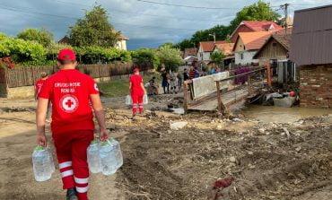 Filiala de Crucea Roşie a Judeţului Alba a distribuit ajutoare de primă necesitate persoanelor afectate de inundaţii în municipiul Aiud
