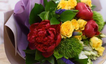 Mic ghid pentru bărbați. Ce semnifică buchetele de flori, în funcție de culoarea lor?