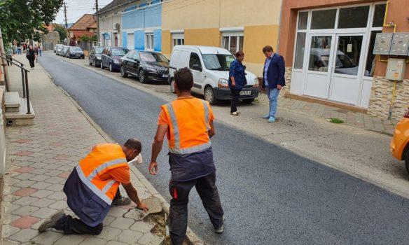 Lucrări de reabilitare a carosabilului pe mai multe străzi intens circulate din Municipiul Sebeș