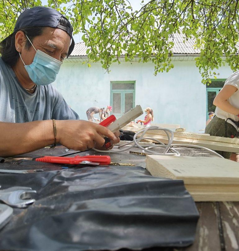 """Asociația RYMA a finalizat cu succes tabăra de restaurare din cadrul proiectului """"Împreună dăm viață satului Corna!"""""""