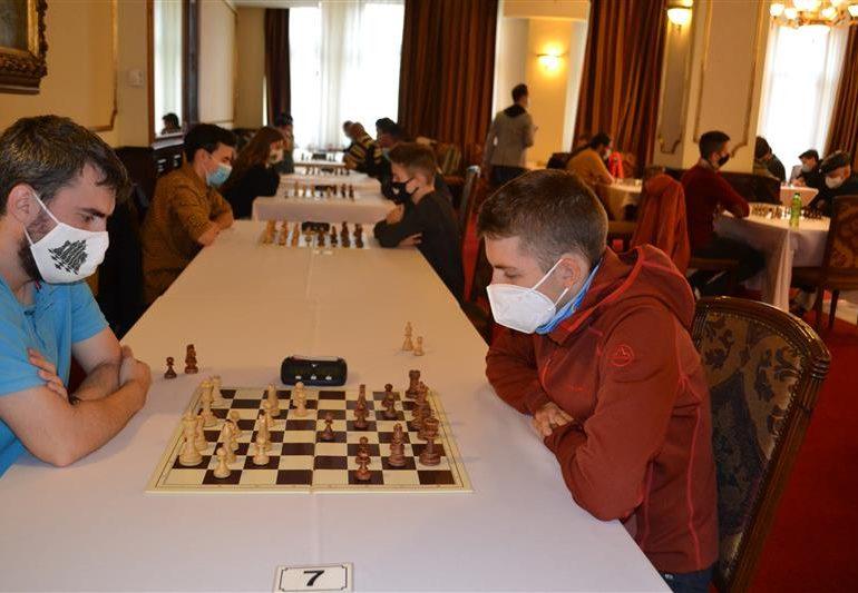 Mihnea Costachi pe podium la cel mai puternic turneu de şah organizat în acest an în Romania