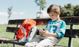Vrei să îi cumperi copilului tău un telefon? Iată ce trebuie să ai în vedere înainte de a o face!