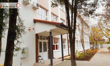 """Lucrările prin care a fost modernizată clădirea Colegiului Economic """"Dionisie Pop Marțian"""" din Alba Iulia au fost recepționate"""