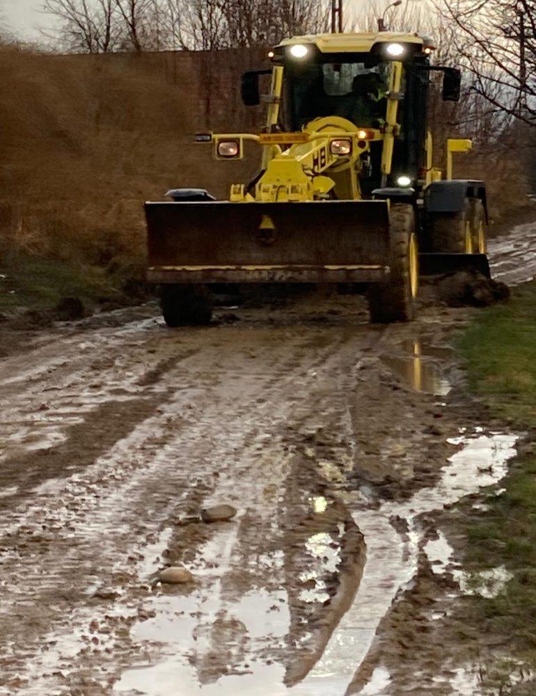 Reparații drumuri neasfaltate Sebeș și Răhău