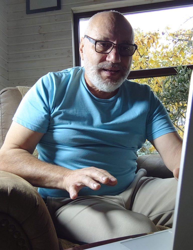 """Doctorul Cristian Andrei le-a explicat liceenilor din Alba Iulia cum să gestioneze tentațiile divertismentului adresat adulților, într-un nou format al  programului educativ """"Antrenat de Majorat"""""""