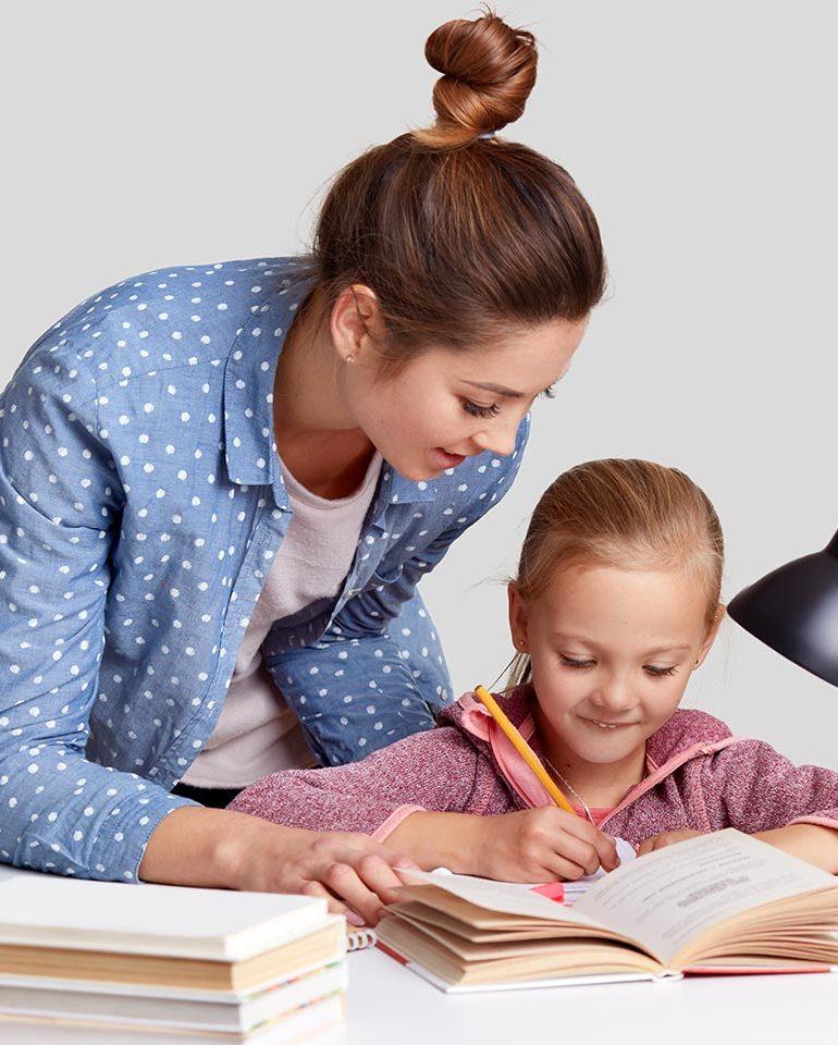 """32 profesori se pregătesc pentru a preda la """"Școala Părinților"""", în cadrul Proiectului """"Prin Educație spre vocație!"""""""