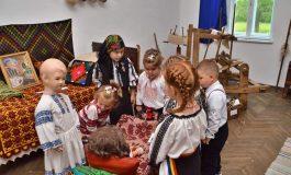 O expoziție cât un muzeu al tradițiilor populare românești în zona Aiudului!