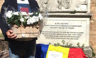 """Centrul de Cultură """"Augustin Bena"""" Alba: Flori și un drapel tricolor au fost depuse la mormântul lui Carl Filtsch din Veneția, în numele județului Alba"""